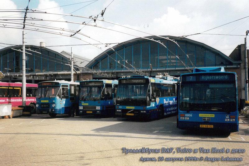 Арнем. Van Hool AG300T №0205, DAF MB200 №7, DAF B79T-K560 №0166, Volvo B10M-58-E №0174