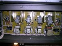 Нижний Новгород. Контакторы последовательного соединения, параллельного соединения и тормозной, датчики тока (чёрные прямоугольные)