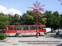 Крым. Экскурсионный автобус Ikarus 256 в Ялте напротив морвокзала