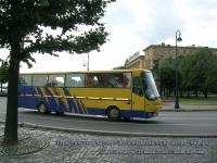 Санкт-Петербург. Туристический автобус Bova недалеко от крейсера Аврора