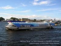 Санкт-Петербург. Метеор на подводных крыльях Ясон в рекламной окраске на Неве недалеко от Медного всадника