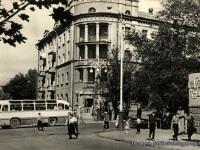 Таганрог. Автобус ЛАЗ-695Б на пересечении улицы Ленина (ныне Петровская) и переулка А