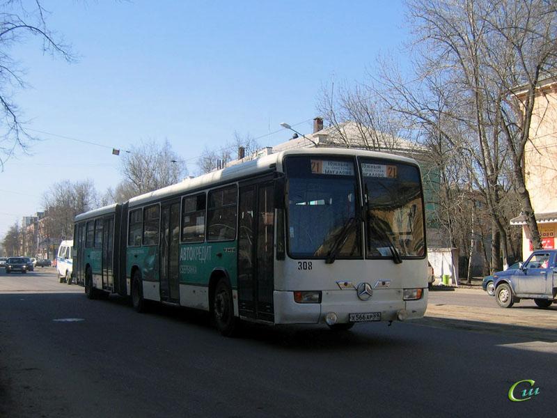 Тверь. Mercedes O345G х566ар